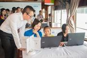 'Con thuyền mơ ước' dạy công nghệ thông tin cho trẻ em nghèo vùng biển ra khơi