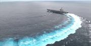 Xem tàu sân bay trăm nghìn tấn của Mỹ bẻ lái điêu luyện ôm cua tốc độ cao
