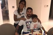 Messi 'bế mạc' tuần sinh nhật bên chiếc bánh hình Barcelona