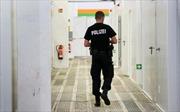 Sex nơi công cộng, tiểu bậy tập thể, 200 cảnh sát Đức bị thôi nhiệm vụ