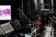 Phát minh kính hiển vi soi quét khối u khi phẫu thuật