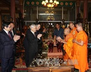 Tổng Bí thư Nguyễn Phú Trọng thăm hai Đại Tăng thống của Campuchia
