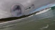 Bất ngờ ghi được hình UFO kỳ quái lượn lờ trên bầu trời Anh