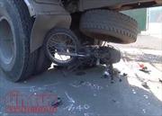 Đâm vào đuôi xe tải, người đi xe máy tử vong tại chỗ