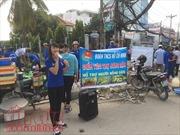 Nhóm sinh viên mang 3 tấn chuối xanh xuống phố 'giải cứu'