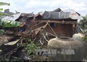 Dông lốc làm tốc mái nhiều nhà cửa ở Vĩnh Long