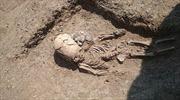 Phát hiện bộ xương bé trai 'ngoài hành tinh' tại Crimea