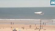 Đang chơi đùa, bé gái 8 tuổi thiệt mạng vì máy bay bất ngờ hạ cánh xuống bãi biển