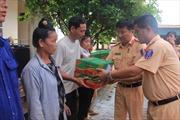 Phòng Cảnh sát giao thông Hà Nội ủng hộ hàng cứu trợ cho đồng bào Sơn La