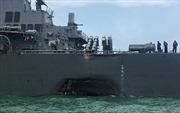Cận cảnh 'thương tích' của tàu khu trục USS John S McCain sau cú đâm của tàu chở dầu