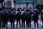 Pháp sơ tán hàng người giữa đêm vì 5 bình ga lạ