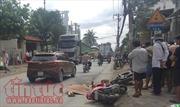 Hai xe máy va chạm, một người bị container cán tử vong