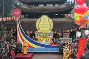 Hàng ngàn người trẩy hội chùa Hương