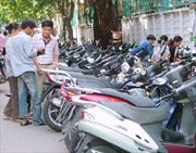Hà Nội rút giấy phép giữ xe: Bãi đỗ thiếu lại càng thiếu