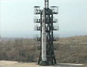 Triều Tiên đưa tên lửa tầm xa tới bệ phóng