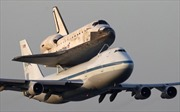 """Máy bay Boeing """"cõng"""" tàu con thoi tới bảo tàng"""
