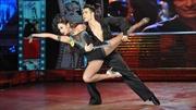 Bước nhảy hoàn vũ thiếu màu sắc riêng?