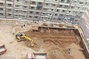 Xây chung cư xong mới đào đất làm bãi đỗ xe ngầm