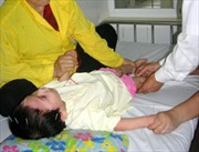 Kết hợp đông y chữa bệnh cho trẻ bại não, tự kỷ