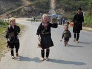 Nhọc nhằn trẻ em Mông ở thiên đường Sapa