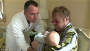 Elton John muốn có thêm con với 'vợ' đồng giới