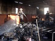 Cháy lớn thiêu rụi xưởng sản xuất giấy