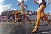 Mỹ nữ chạy đua trên giày cao gót