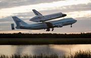 Xem Boeing 747 'cõng' tàu con thoi