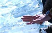 Chơi nhạc bằng… băng đá