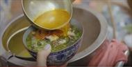 Hết bún chả, bún ốc Việt Nam lại lên sóng truyền hình Mỹ