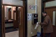 Trung Quốc: Toilet công cộng lắp máy nhận diện mặt người để chống 'ăn cắp giấy'