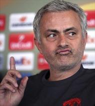 Zlatan Ibrahimovic có thể nghỉ hết mùa, Jose Mourinho nhận gặp rắc rối lớn