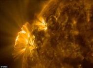 NASA công bố video về lỗ thủng khổng lồ trên bầu khí quyển Mặt trời