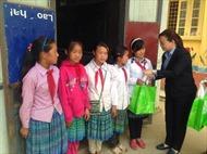 'Trao tặng yêu thương' cho học sinh xã Tả Giàng Phình, Sa Pa