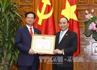 Trao tặng Huy hiệu Đảng cho các đồng chí lãnh đạo, nguyên lãnh đạo Đảng, Chính phủ, Văn phòng Chính phủ