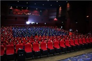 Phim 'Cha cõng con' được chọn là thông điệp 'Yêu thương' cho giới trẻ