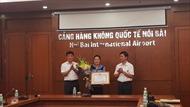 TP Hà Nội khen thưởng nữ nhân viên sân bay Nội Bài trả lại khách hơn 700 triệu đồng