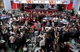 Trụ sở BBC hỗn loạn 'thây ma' khi Nữ hoàng đến thăm