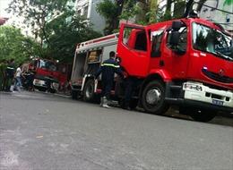 Dập tắt đám cháy ở 141 Bà Triệu