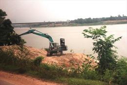 Bức xúc 'cát tặc' hoành hành trên sông Lô