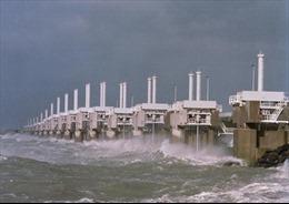Hà Lan và Bỉ đối phó siêu bão