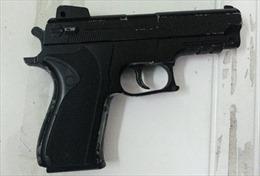 Điều tra vụ Cảnh sát giao thông rút súng với người vi phạm