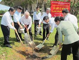 Trồng hoa ban nhân kỷ niệm 60 năm Chiến thắng Điện Biên Phủ
