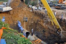Lại vỡ đường ống nước sông Đà, 7 vạn hộ dân Thủ đô mất nước