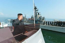 Ông Kim Jong Un thị sát diễn tập pháo kích