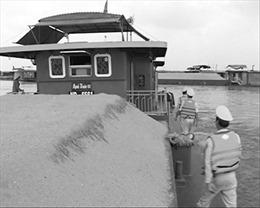 Nhức nhối nạn 'cát tặc' ở Hà Nội - Bài 1: Bạch tuộc' nơi đáy sông