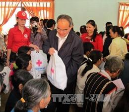 Đồng chí Nguyễn Thiện Nhân tặng quà Tết tại Đắk Lắk