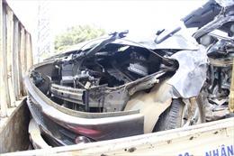 Ô tô con lao vào xe khách, 2 người tử vong