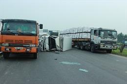 Quốc lộ 1A Bắc Ninh–Hà Nội ùn tắc vì 2 vụ tai nạn