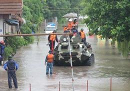 Huy động quân đội ứng cứu vùng bị ngập tại Uông Bí
